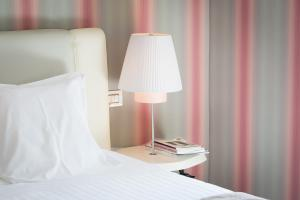 A bed or beds in a room at Grand Hotel Palace Rome