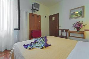 A bed or beds in a room at Albergo Al Gobbo