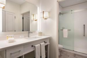 A bathroom at Homewood Suites By Hilton Horsham Willow Grove