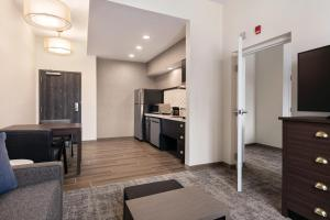 A kitchen or kitchenette at Homewood Suites By Hilton Horsham Willow Grove