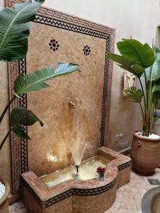 A bathroom at Riad Riadna