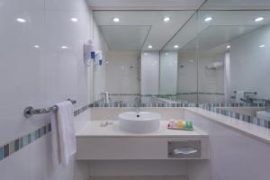 A bathroom at Spa Club Dead Sea Hotel