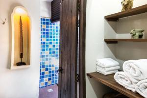 A bathroom at Tharaburi Resort