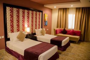 سرير أو أسرّة في غرفة في Swiss Spirit Hotel & Suites Taif