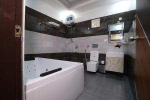 A bathroom at Hotel Ganga Forest View