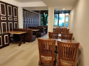 The lounge or bar area at RIDAN - A Boutique Hotel