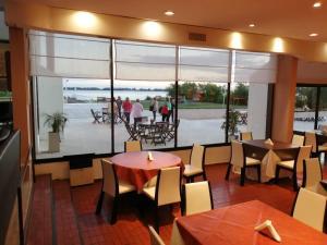 Un restaurant u otro lugar para comer en Aguas del Monte Hotel SPA
