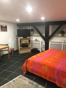 A bed or beds in a room at Stadt nahes Zimmer im Zentrum von Unna