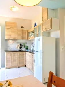 A kitchen or kitchenette at Semiramis Suites