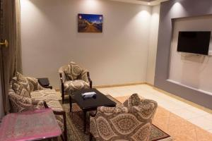 Uma área de estar em Doosh Teeba Hotel Suites
