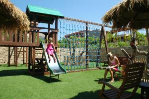 Area giochi per bambini di Apollonion Asterias Resort and Spa