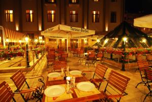 A restaurant or other place to eat at Hotel Central