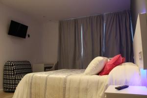 A bed or beds in a room at Bilbao Place