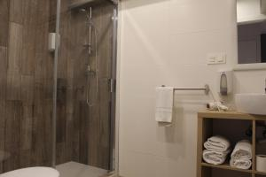 A bathroom at Bilbao Place