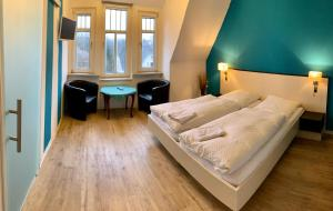 A bed or beds in a room at Gästehaus Seewarte