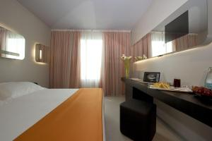 A bed or beds in a room at San Ranieri Hotel