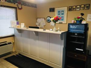 The lobby or reception area at Budget Inn Caravan Motel