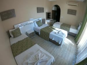 A bed or beds in a room at Bellamaritimo Hotel