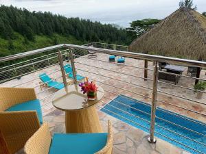 Uma varanda ou terraço em Tahiti Hills Lodge