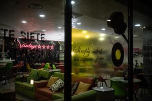 A restaurant or other place to eat at ibis Styles Roma Vintage