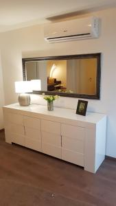 A television and/or entertainment centre at Apartments Marnic