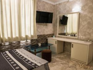 Телевизия и/или развлекателен център в Семеен хотел Галери