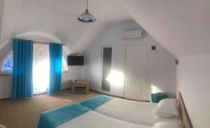 Un pat sau paturi într-o cameră la Orizont-Mahmudia