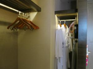 A bathroom at Crowne Plaza Hong Kong Kowloon East, an IHG Hotel