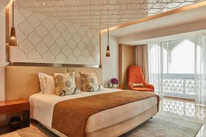A bed or beds in a room at The Taj Mahal Tower Mumbai