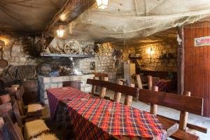 A restaurant or other place to eat at Guest House Godimento