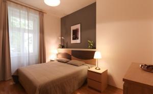 Postel nebo postele na pokoji v ubytování Vinohrady Apartments Na Kozacce