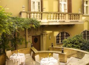 A restaurant or other place to eat at art'otel budapest, by park plaza