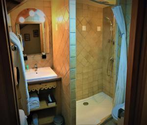 A bathroom at Auberge du Manoir