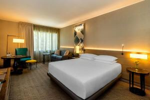 A bed or beds in a room at Hyatt Centric San Isidro Lima