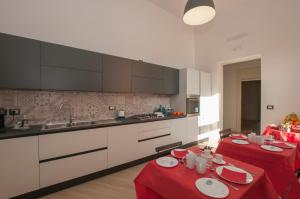 A kitchen or kitchenette at One&One