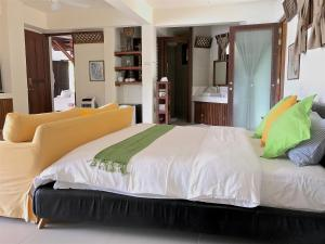 A bed or beds in a room at Ekhaya Private Villas & Suites Palawan