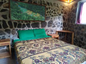 A bed or beds in a room at Ch'i Bocól Community Hostel