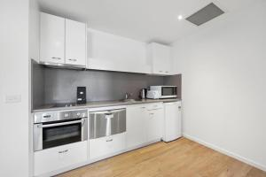 A kitchen or kitchenette at Mantra Quayside Port Macquarie