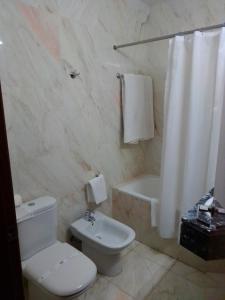 Uma casa de banho em Hotel Acez