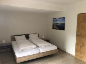 A bed or beds in a room at Hotel Südhang