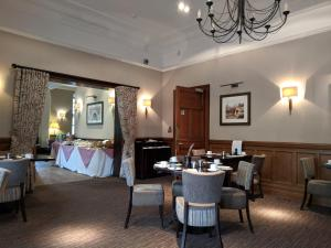 A restaurant or other place to eat at Sherbrooke Castle Hotel