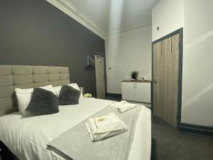 A bed or beds in a room at Park City Suites Hotel