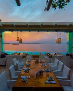 A restaurant or other place to eat at Cavo Tagoo Mykonos