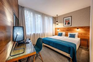 Een bed of bedden in een kamer bij Roombach Hotel Budapest Center