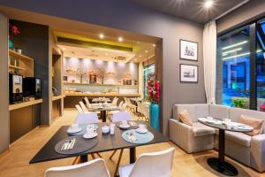 Een restaurant of ander eetgelegenheid bij Roombach Hotel Budapest Center