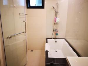 A bathroom at circle rein