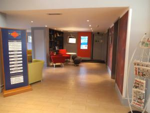 The lobby or reception area at Airport Inn Gatwick
