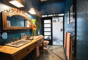 Ein Badezimmer in der Unterkunft 11 on Kajeng