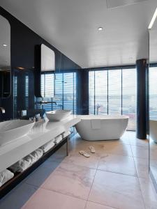 A bathroom at Radisson Blu Caledonien Hotel, Kristiansand