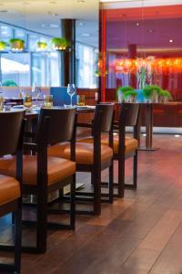 Ein Restaurant oder anderes Speiselokal in der Unterkunft Radisson Blu Media Harbour Hotel, Düsseldorf